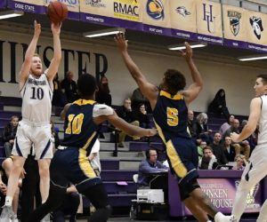 Men's basketball sweeps weekend, wins 5th straight game